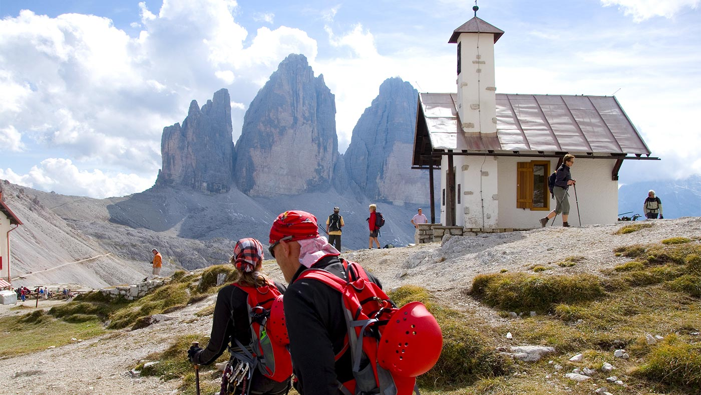 Some hikers at a hut at Tre Cime / Drei Zinnen